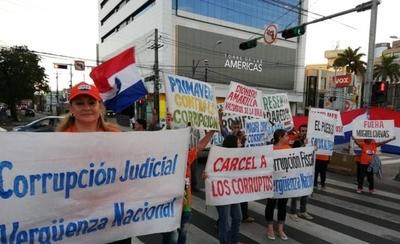 HOY / Equipo de escrachadores echan a andar movilizaciones: jueces y políticos fichados, en la mira