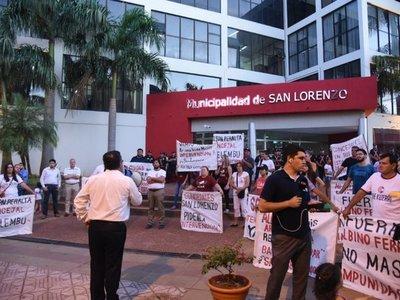 Manifestantes exigen intervención de la Municipalidad de San Lorenzo