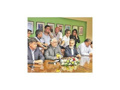 Oposición discute candidatura  en CDE