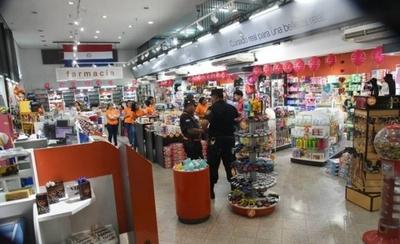 HOY / Asaltan farmacia y hieren a guardia de seguridad