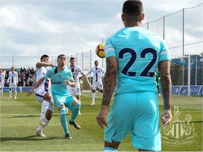 Almirón, titular en el amistoso del Newcastle