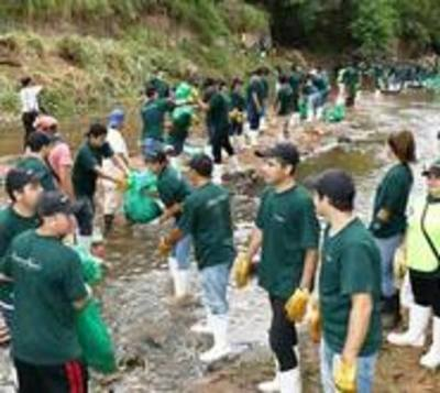 Unas 1.000 personas limpiaron el arroyo Mburicaó