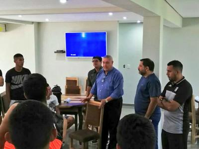 Carlos Jara Saguier es el nuevo DT de Santaní