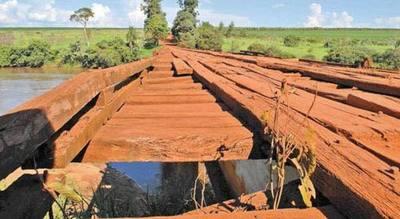 17 empresas presentan ofertas para construir puente sobre río Monday