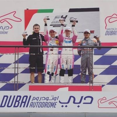 Joshua Duerksen gana una de las carreras y Zaldívar con debut oficial