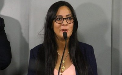 Ministra de SENABICO presenta renuncia