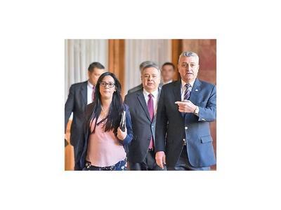 Karina Gómez renuncia a la Senabico tras polémicas