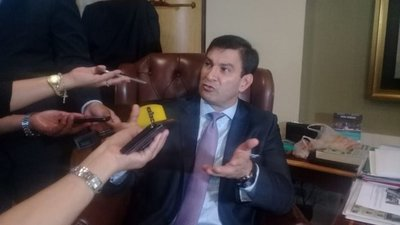 """Senador """"Trato apu'a"""" insiste en defender los """"aumentos mau"""" – Prensa 5"""