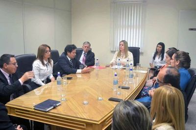 Magistrados se reunieron en Caazapá