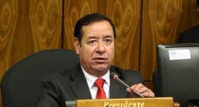 """Cuevas considera como """"estupideces"""" los aumentos para funcionarios"""