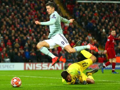 Bayern Múnich rescata un empate de Anfield