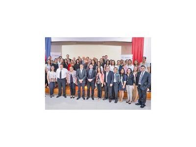 50 doctores de USF se  especializarán en hospitales del país
