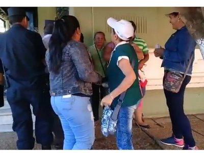 Intendente Urbieta pide paz, pero agresiones no paran