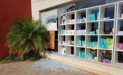 HOY / Conflicto en Concepción: escrachadores atacan a balazos negocio de intendente