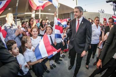 Jefe de Estado presidió inicio oficial del ciclo lectivo e inaugura obras