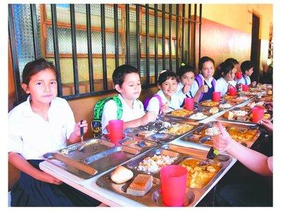 En 221 escuelas, las clases inician con almuerzo y todo