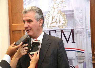 """Declaraciones de Bacchetta son un """"retroceso"""" según gremio de abogados"""