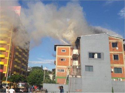 Un edificio de departamentos se incendió en Encarnación