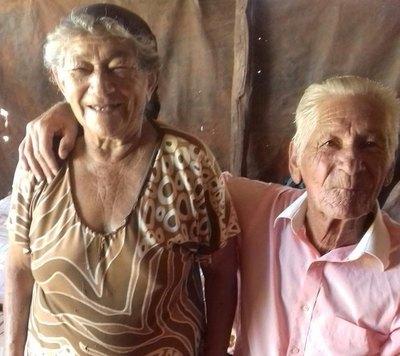 EL AMOR ETERNO Más de 60 años juntos y el cariño ¡sigue intacto!