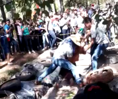 "Caaguazú: Denuncian salvaje ""bautismo"" a estudiantes frente a decana"