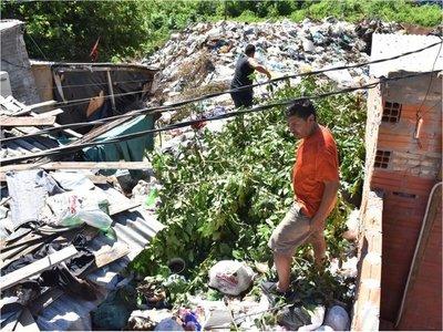 Riesgo en Tablada: Gran basural se acumula desde hace 15 años