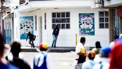 """Los temibles """"colectivos"""" chavistas"""