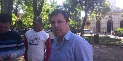 Dr. Carlos Caballero fue hasta la plaza libertad a llevar su apoyo a los indígenas
