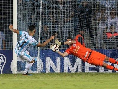 Corinthians elimina a Racing en penales y avanza a la segunda fase
