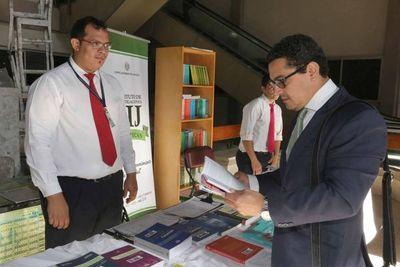 Inician primera feria de libros en sede judicial de Capital