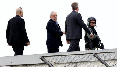Lula da Silva salió de la penitenciaría para participar del entierro de su nieto Arthur