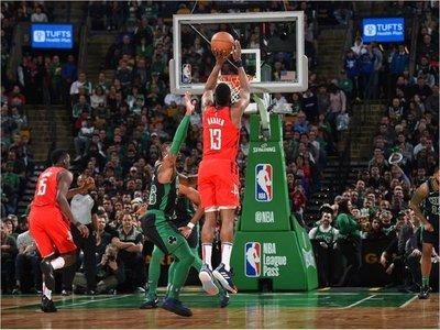Harden y Rockets asaltan el Boston Garden
