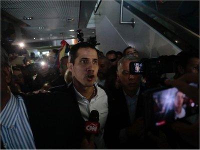 El líder opositor Juan Guaidó llega a Venezuela