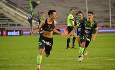 HOY / Un golazo de Mati Rojas mantiene a Defensa en carrera por el título