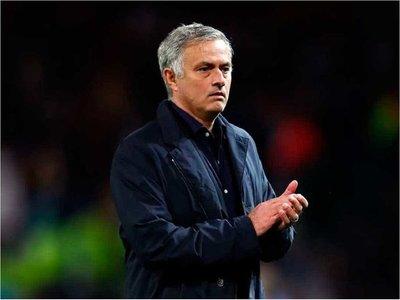 Mourinho, triste por la eliminación, aclara que no se han contactado con él