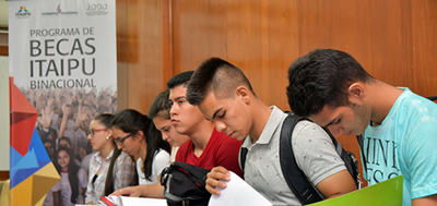 Becas de Itaipu: reclaman claridad en proceso.