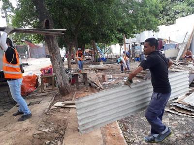 Continúa el operativo retorno de familias damnificadas en Asunción