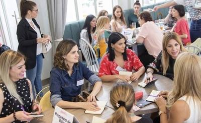 HOY / En el 8M, comunidad de mujeres emprendedoras inicia programa anual de capacitación