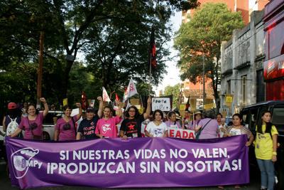 """Mujeres """"paran"""" en el marco de los festejos por el 08 de marzo"""