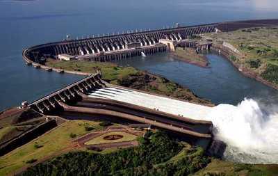 El presidente afirmó que encabezará renegociación de Itaipú