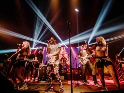 Espectáculos con bandas en vivo anuncian un sábado a puro ritmo