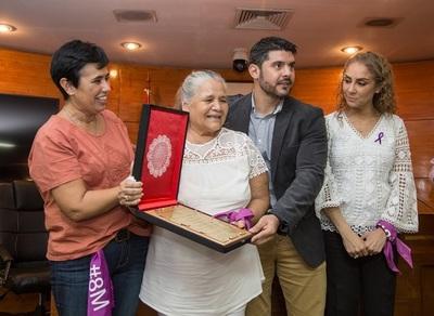 Emotivo reconocimiento a la referente de la lucha de las domésticas