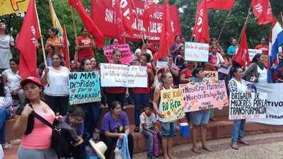 Miles de paraguayas gritaron contra la violencia machista y la brecha salarial