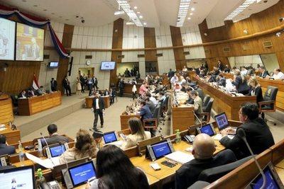 Director administrativo de la Cámara Baja justifica su salario