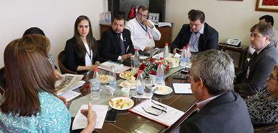 Senadores se informaron sobre becas de Itaipú