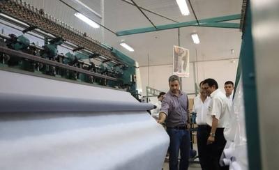 HOY / Más de 2.000 trabajadores con  sus puestos en jaque: piden que  gobierno les compre sus telas