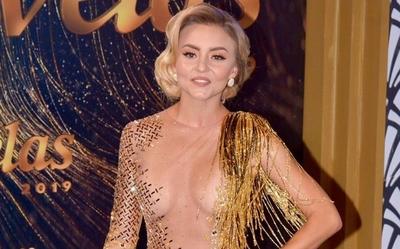 Actriz mexicana llega a gala con el vestido al revés