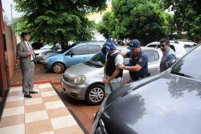 Se entrega joven que mató a su padrastro y al hermano de este en el Paraná Country Club