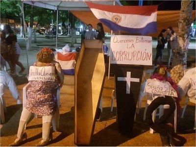 Ciudadanos simbolizan muerte de la corrupción en Concepción