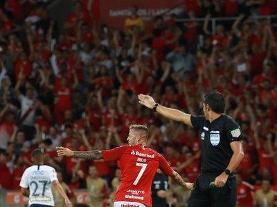 Dos zarpazos del uruguayo Nico López fulminan a Alianza Lima en Brasil