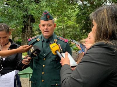 Mandatario revisó lista de ascensos de militares en jornada castrense